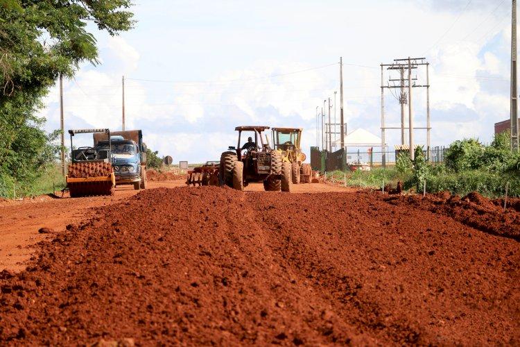 Prefeitura realiza pavimentação asfáltica que dá acesso para importantes empresas