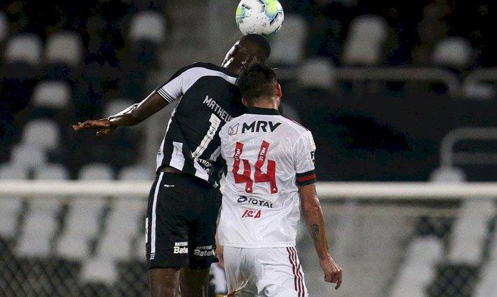 Flamengo enfrenta Botafogo em busca da liderança do Carioca