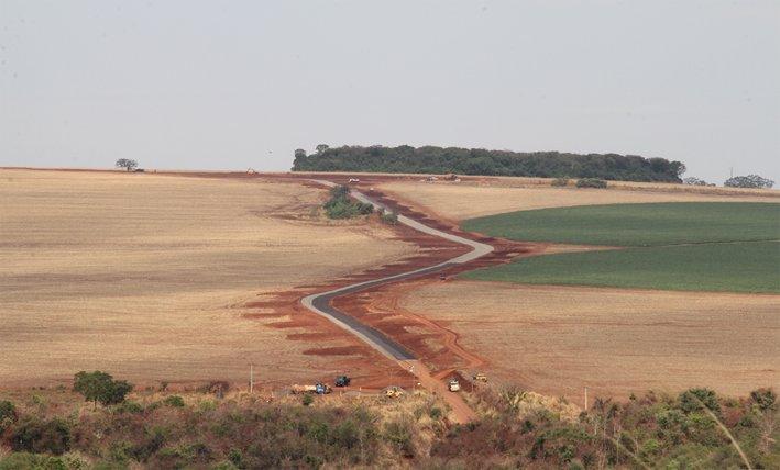 OBRAS: Prefeitura de Jataí segue com os trabalhos de recuperação das estradas rurais do município.